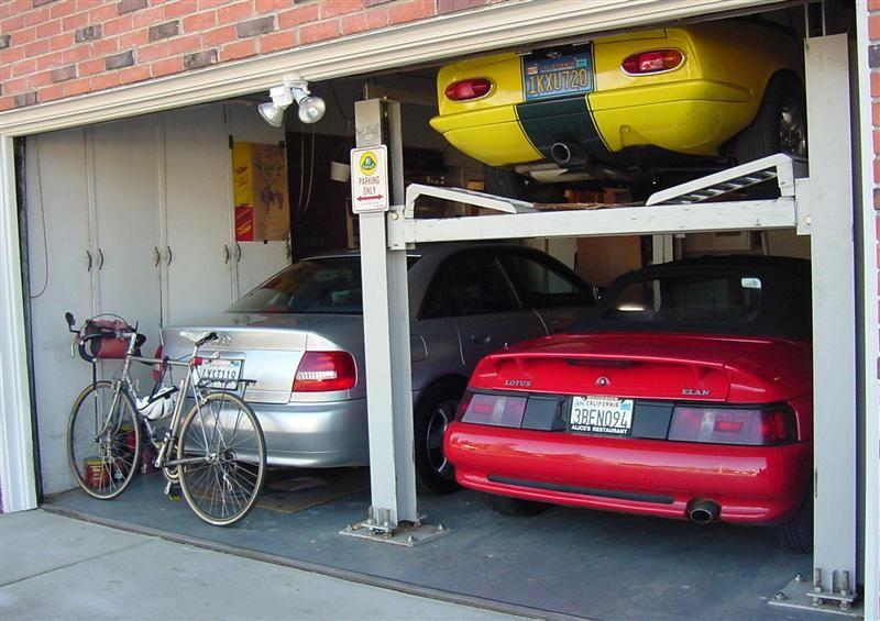 3 car garage :-) a real 3 car garage. Deep, with plenty of room ...