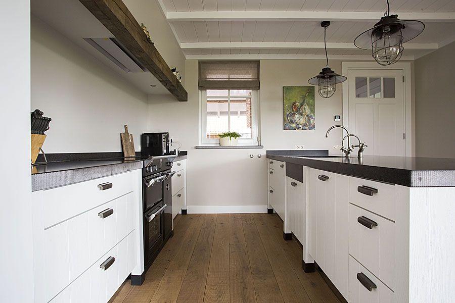 Witte moderne keuken #mintmaatwerk #mintinterieur #interieur ...