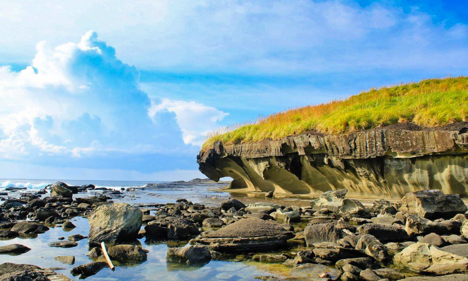 Biri Island… known for its large number of strange rock formations… is  located in Northern Samaravel, Philippines,
