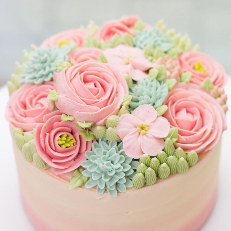 So pretty! Buttercream Flowers so delicate on a cake