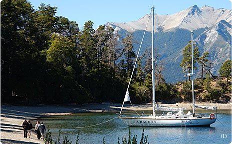 Excursión por el Nahuel Huapi Una excelente excursión de pesca y turismo contemplativo en velero hasta la isla Victoria y la península de Quetrihué. Un día para disfrutar del lago.