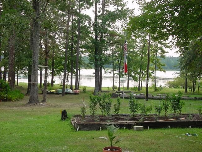 Broaddus Tx On Lake Sam Rayburn 2 Bedrooms Sleeps 6 For Rent Daily 100 Full Moon Lodge For Rent On Lake Sam Lake House Rentals Lake Vacation Lake House