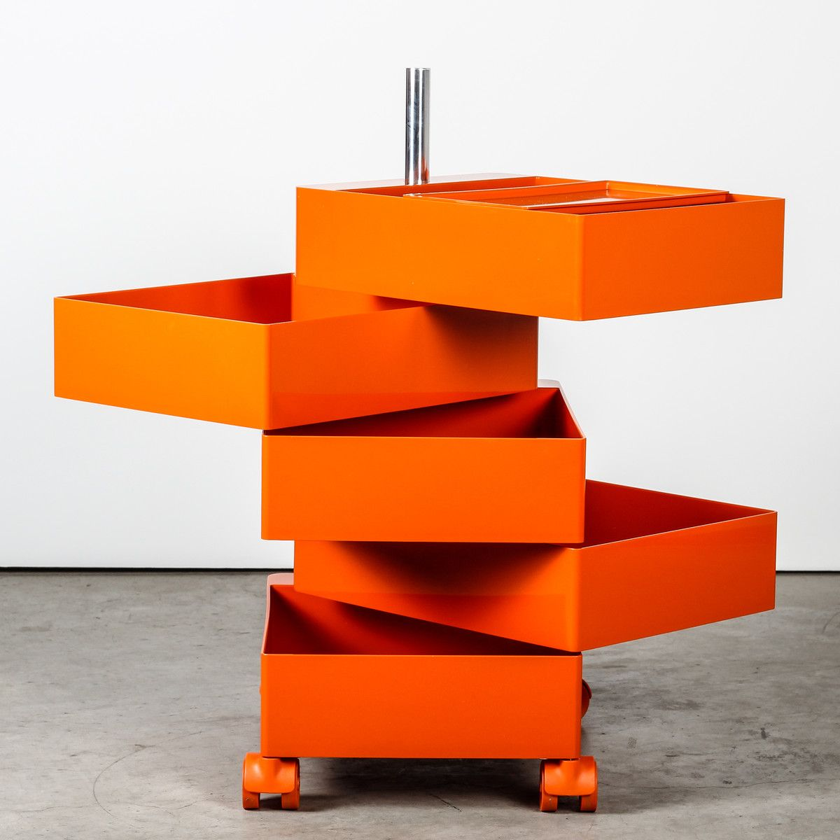 360 container orange by konstantin grcic for magis for Raumgestaltung 360