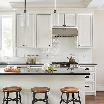 Best Off White Shaker Cabinets With Pure White Subway Tiles 400 x 300