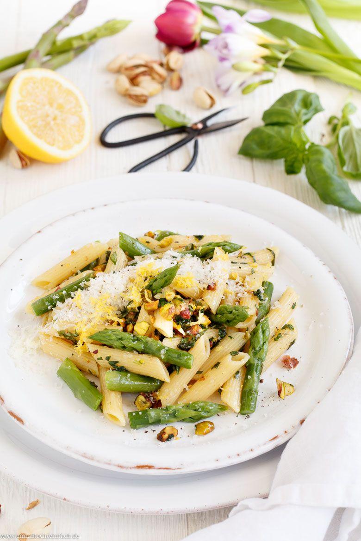 Pasta mit grünem Spargel in Zitronen-Buttersoße - emmikochteinfach