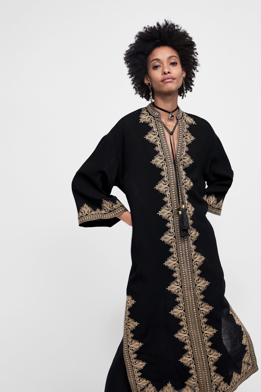 Cette tunique Zara ressemble (un peu trop) à un caftan