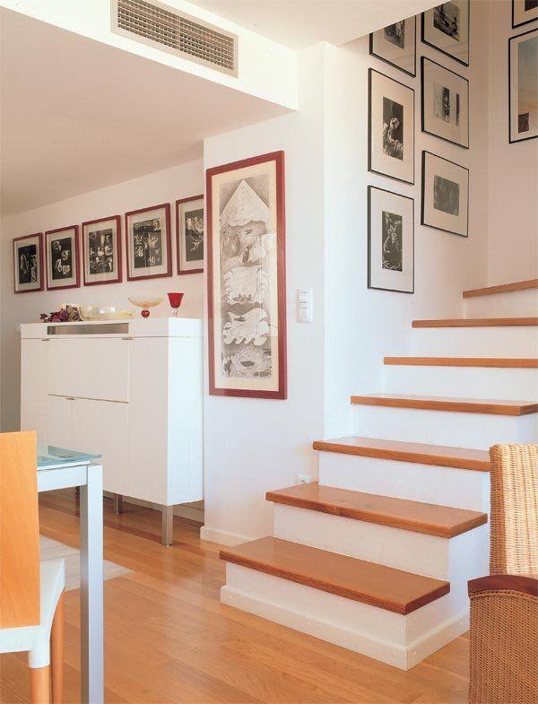 Ocho ideas para reformar la escalera escalera casas de for Gradas de madera para escaleras