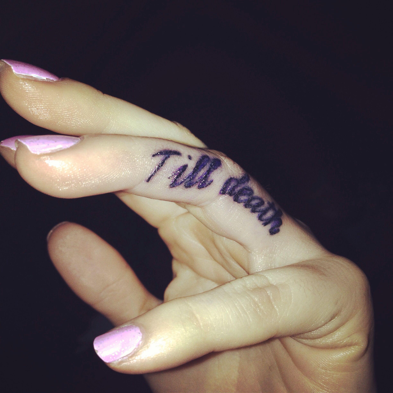 Photo of Tatouage au doigt sur l'anneau de la mort. Le mariage. Tatouage de doigt Promise.vowel – Jusqu'à la mort …