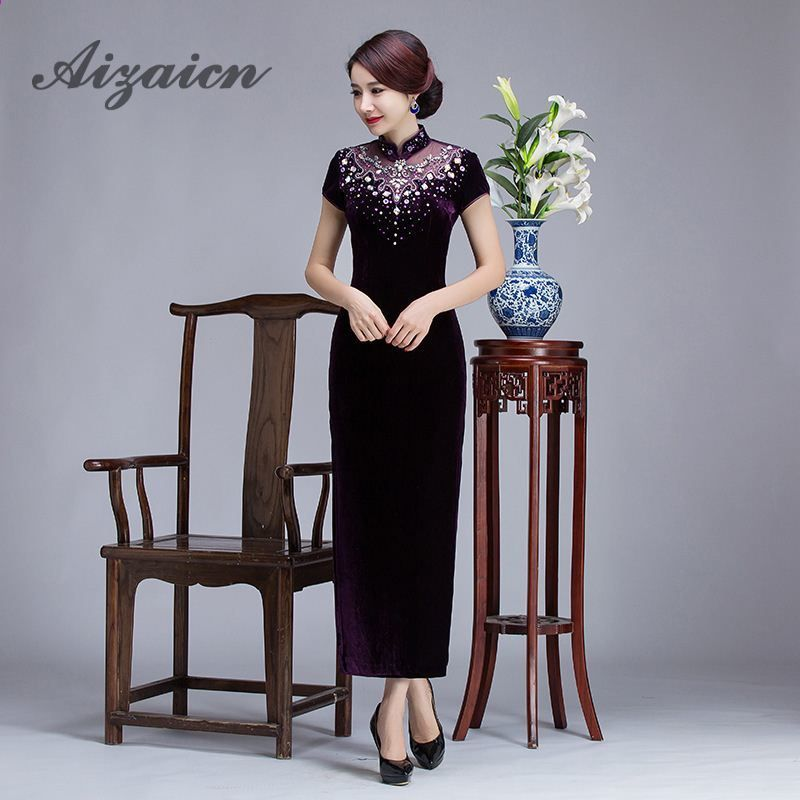 2017 Luxusní Long Cheongsam Čínské tradiční šaty Qipao Party šaty Oriental  Velvet svatební šaty Purple Ruční Pearl 689b331ad5