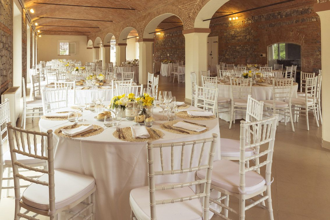 Corte dei paduli salone matrimoni 300 posti a sedere in tavoli rotondi wedding corte dei - Tavoli rotondi per catering ...