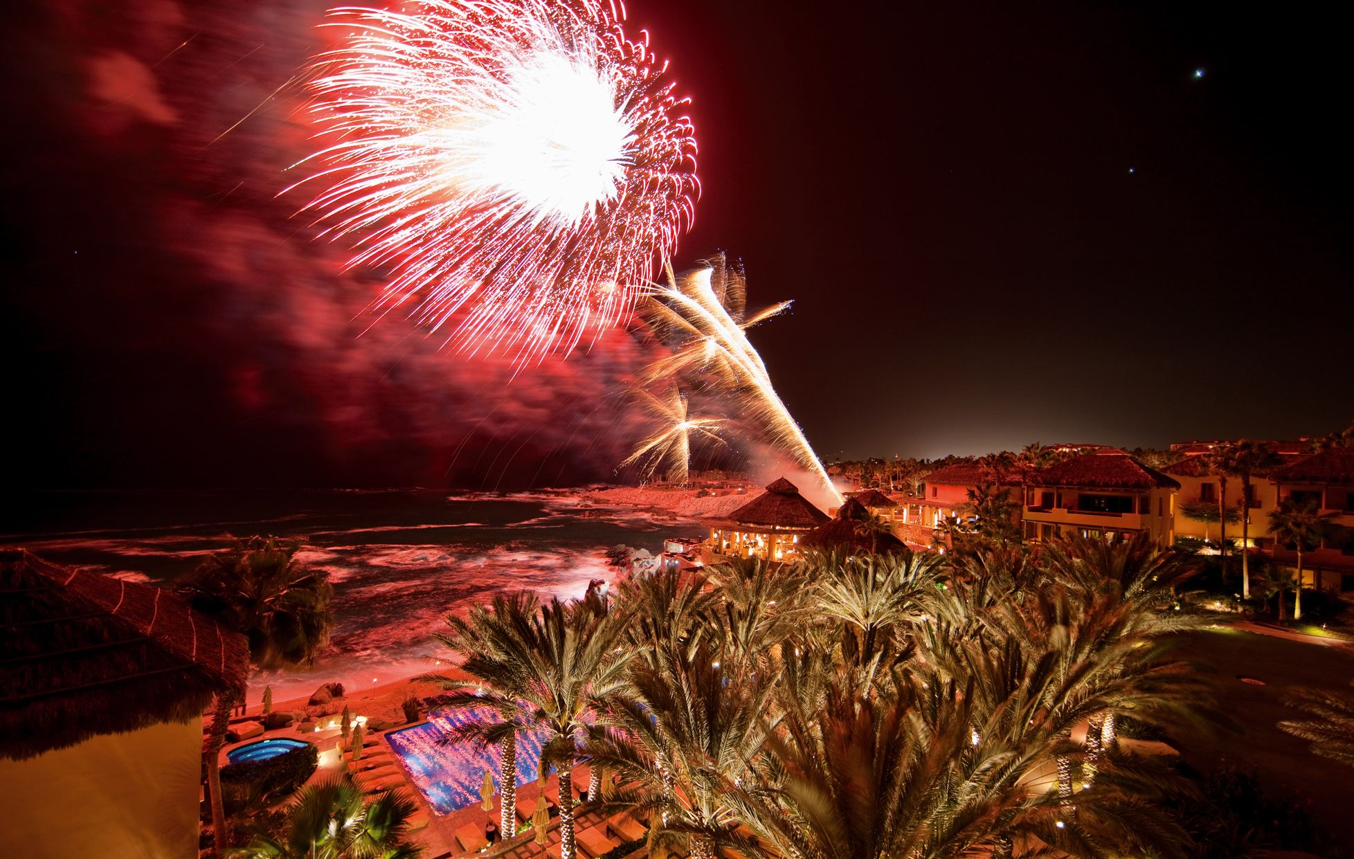 What Better Way To End A Day In Paradise Than With Stunning Fireworks Esperanzacincodemayo Http Www Esperan Cabo San Lucas Cinco De Mayo Esperanza Resort