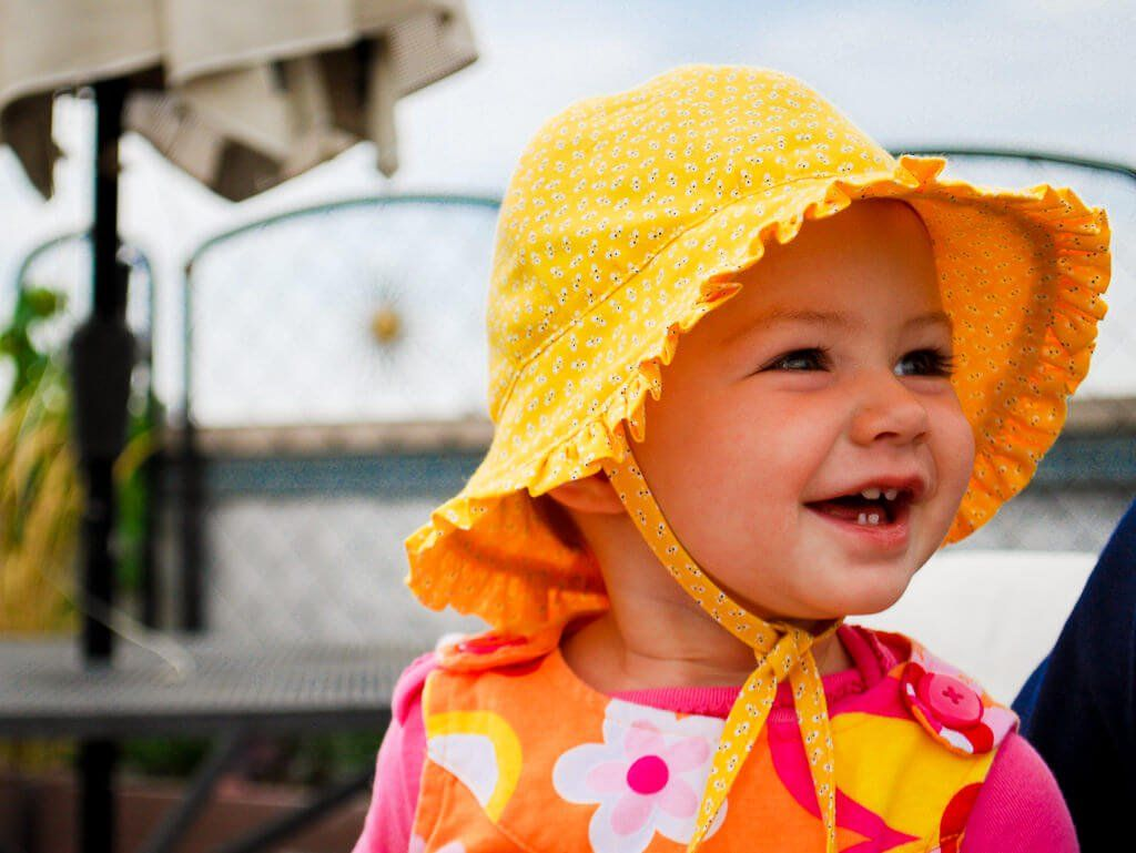 0108808af24 Baby bonnet pattern - free sewing pattern. Make this baby sun hat with cute  ruffle and ties for the summer! Makes a great DIY baby gift.