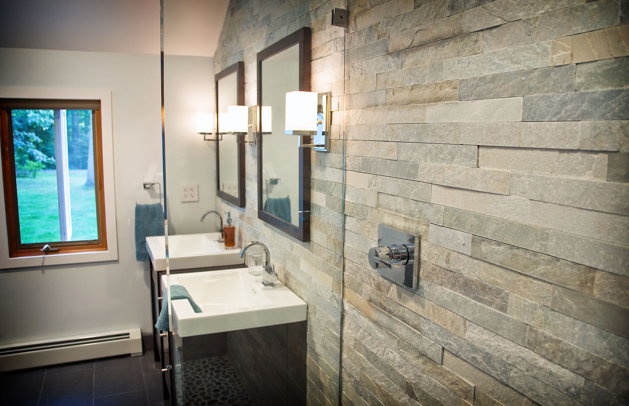 Master Bathroom Stacked stone cladding and Ronbow