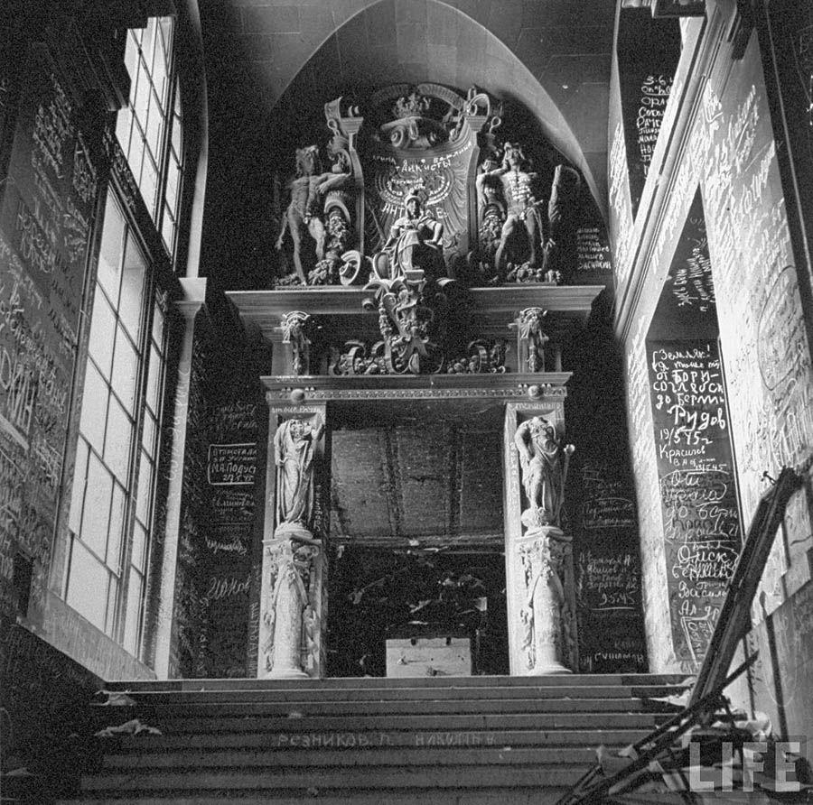 Berlin in Trümmern. Reichstag in den Inschriften