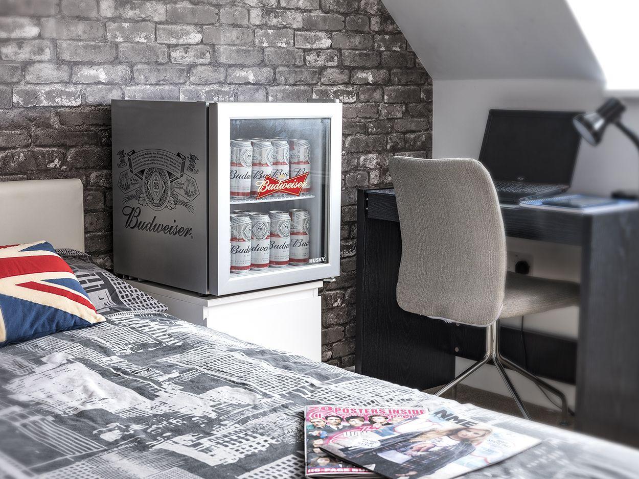 Mini Kühlschrank Bier : Bier kühlschrank wohnzimmer einheimisches bier stockfotos