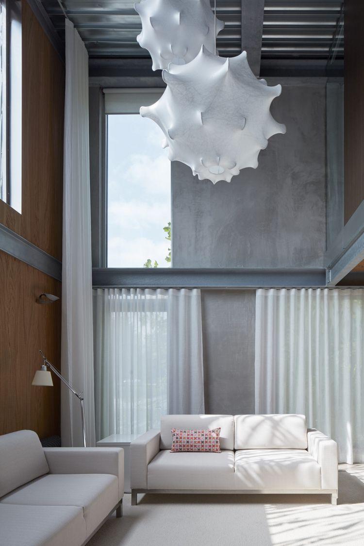 minimalistische einrichtung beton holz weiss couch designlampe ...