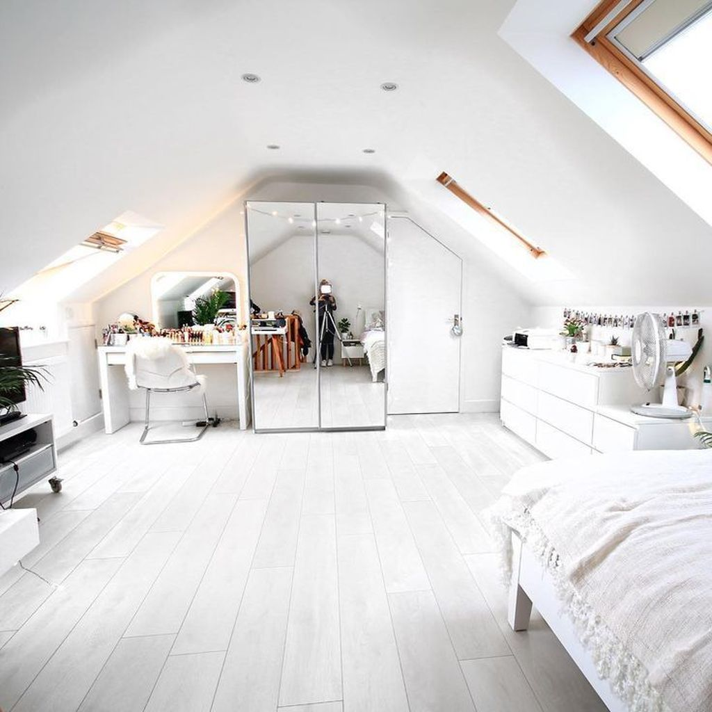 34 Stunning Attic Bedroom Ideas You Never Seen Before In 2020 Big Bedrooms Attic Bedroom Designs Attic Bedroom Decor