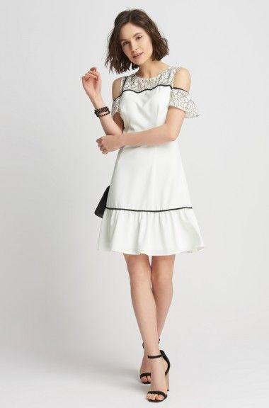 Rozkloszowana sukienka z koronką | ORSAY