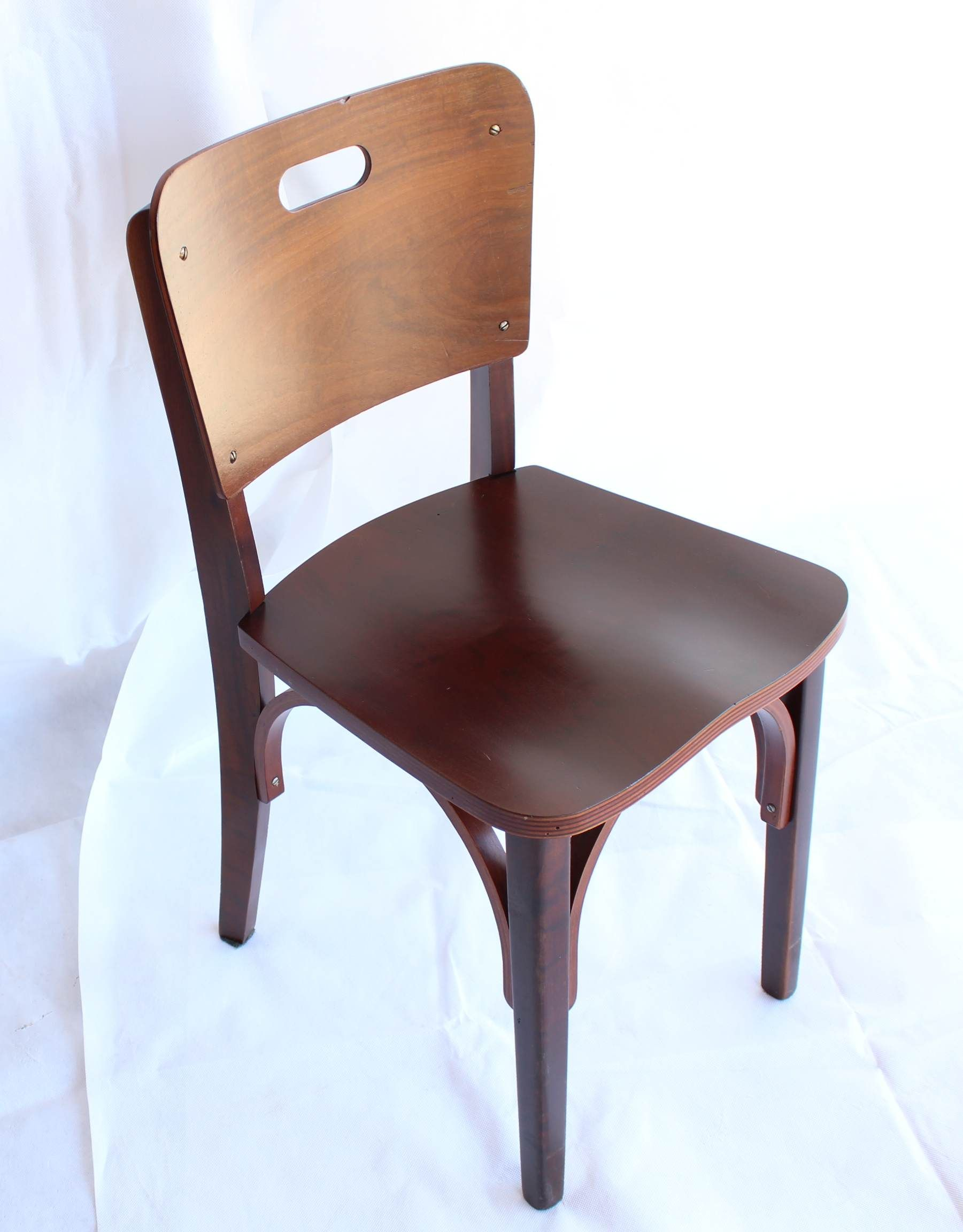Cadeira carro chefe da Indºstria de M³veis CIMO é um cone do