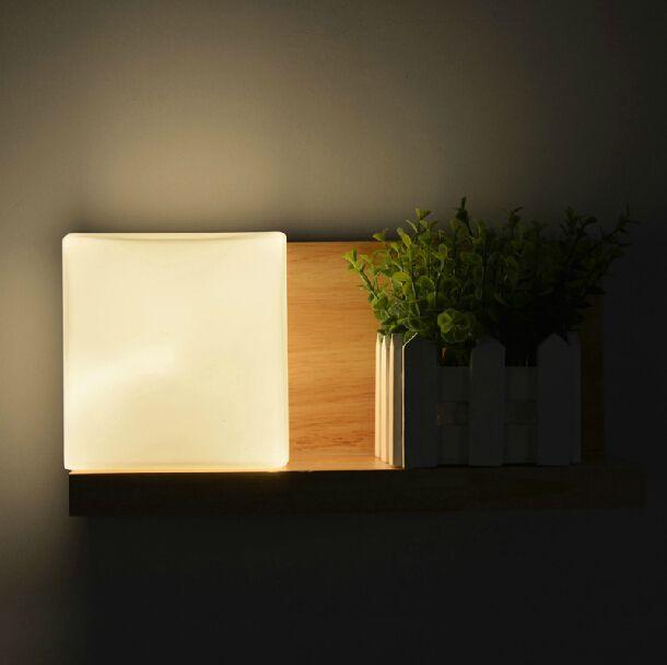 Simple et moderne creative LED lampe de chevet mode lampe de mur en - mur en bois interieur