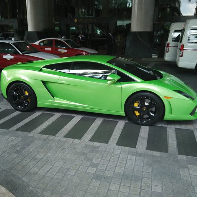 Couldn't fit the golf bags in !!! #kl #Malaysia #lambo #sportscar #lamborghini
