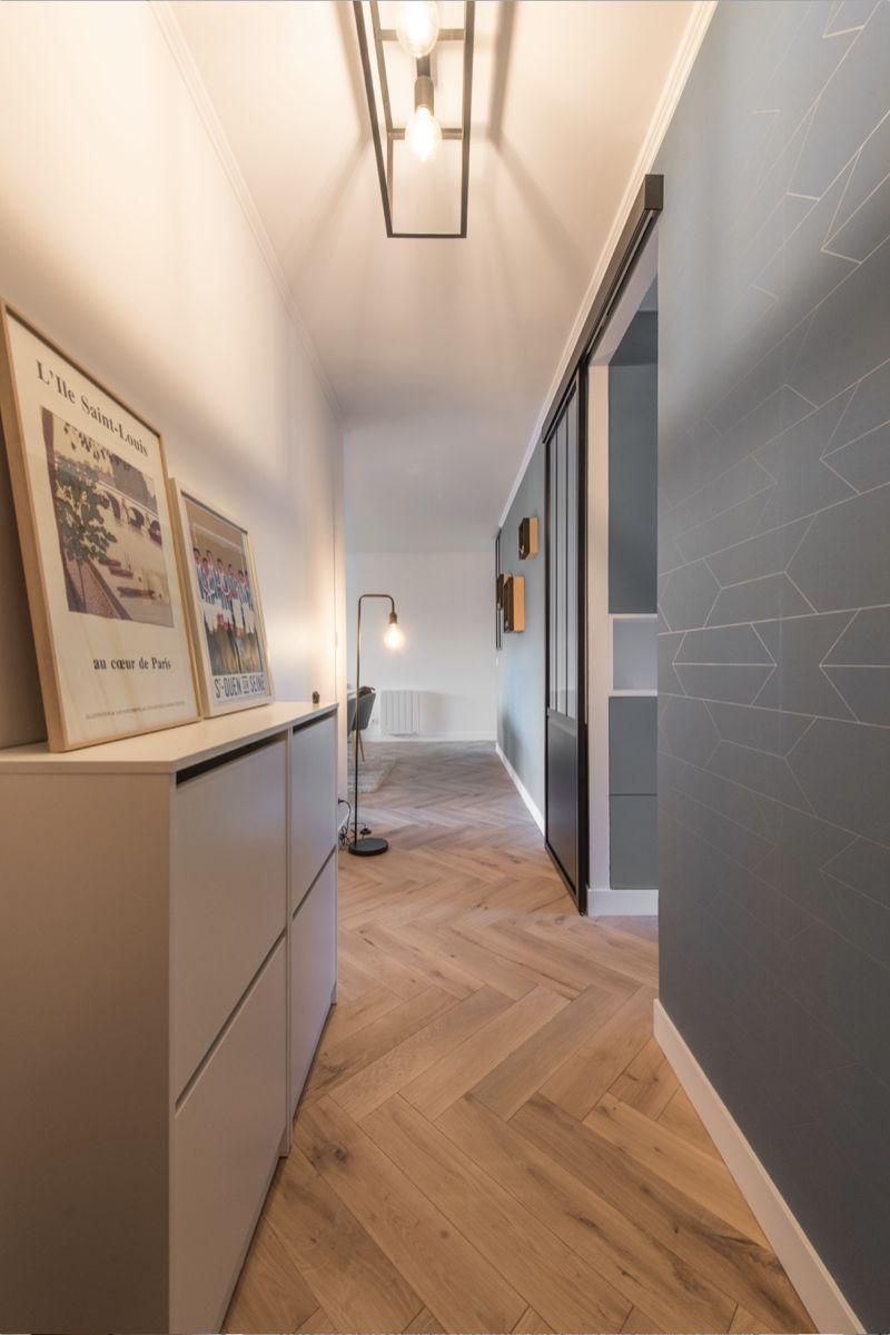 Papier Peint Entree Moderne entrée moderne bleu canard et porte verrière donnant sur la