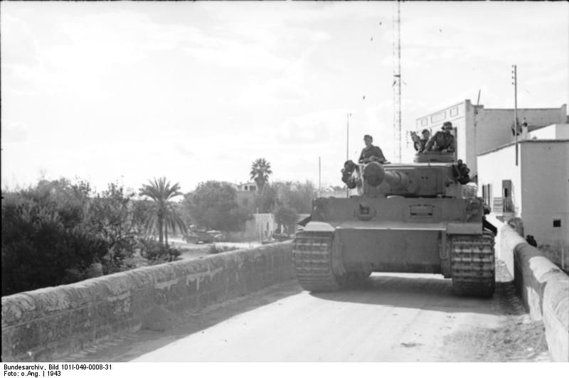 Early model German Army PzKpfw VI Tiger I heavy tank in Tunisia, 1943 (Source German Federal Archive) #worldwar2 #tanks