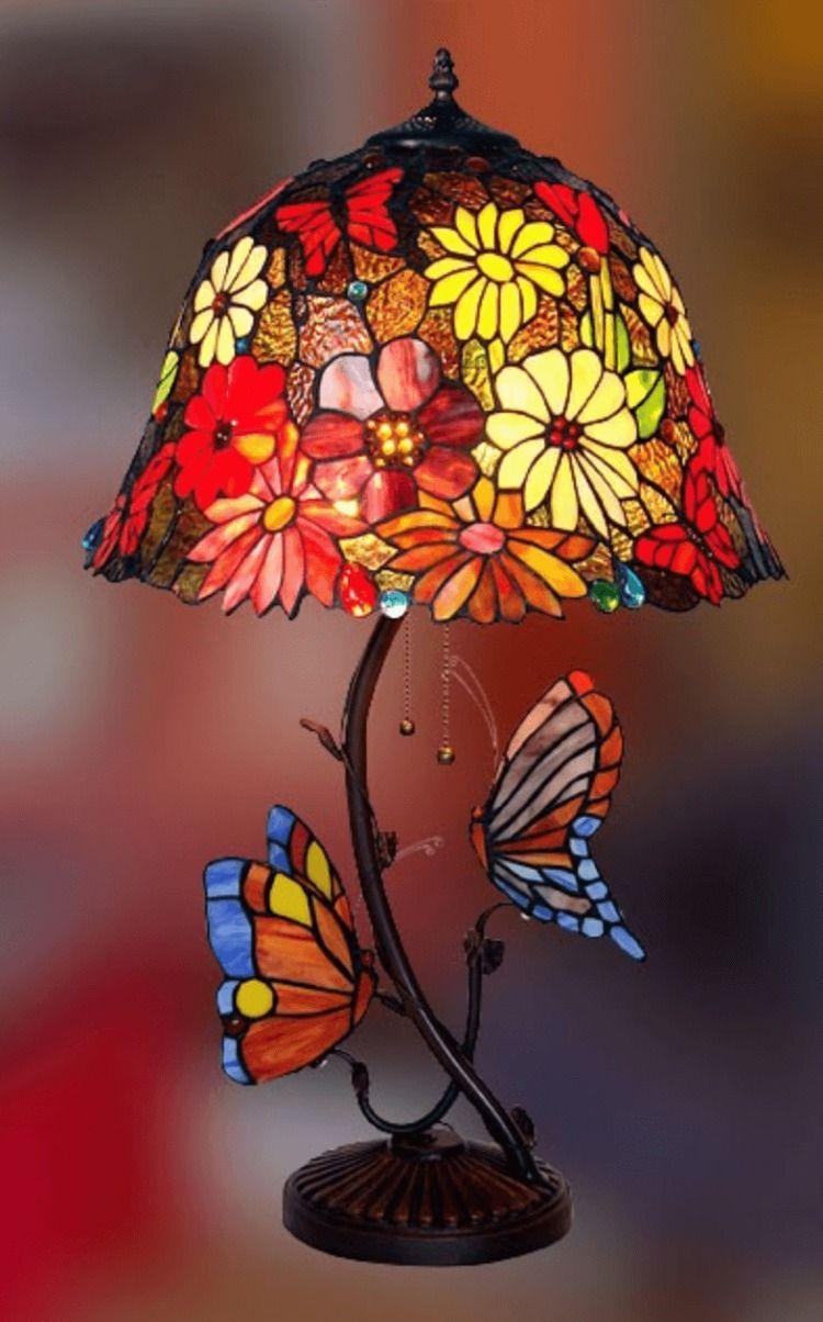 Lampada Tiffany Da Tavolo Con Fiori E Farfalle Lampada Tiffany Lampade Lampade Da Tavolo