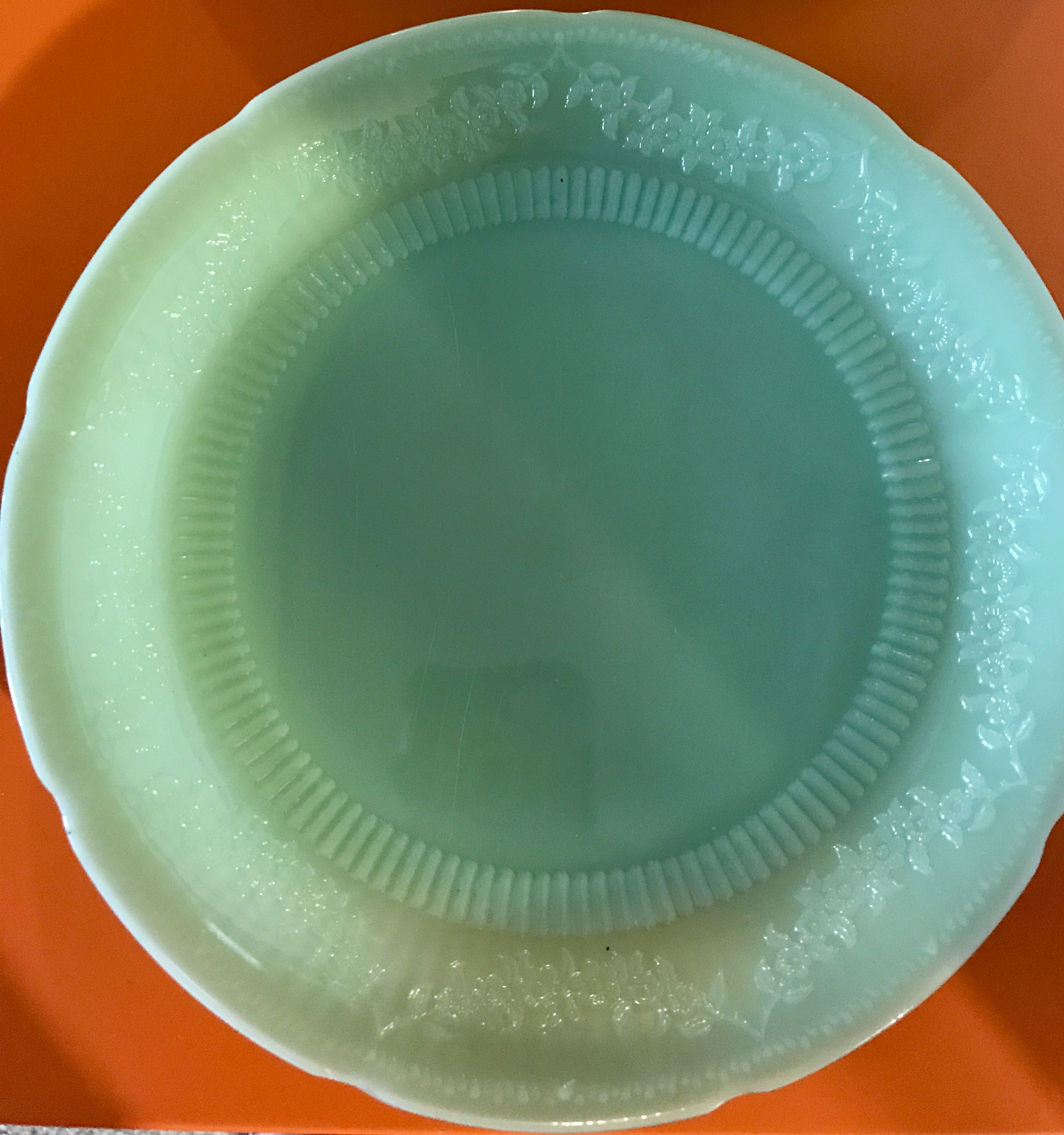 Closer look at the beautiful Jadeite Alice pattern dinner plates ‼️