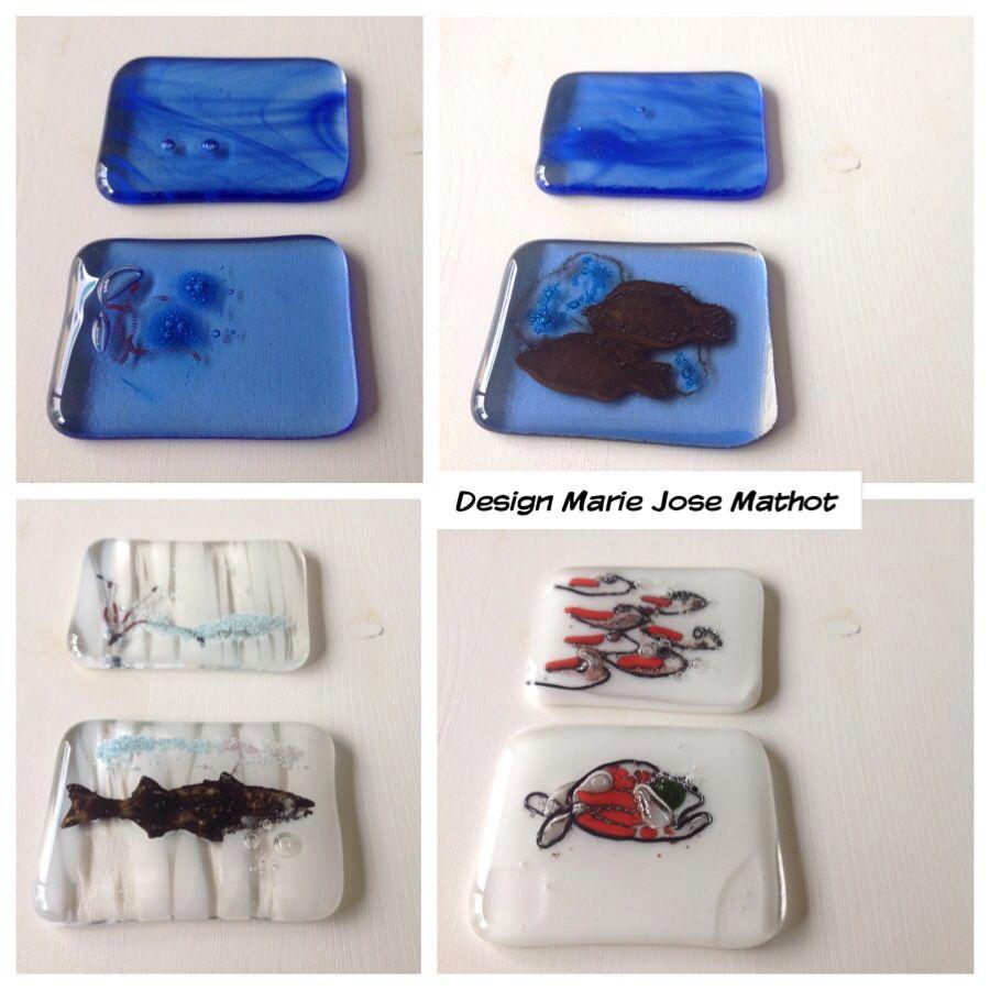 Weer 4 glazen boekbanden voor Mr van Zoeten, de vis in blauw en de vis in gewolkt wit glas, zijn snijmallen met de Sizzix uit messing.