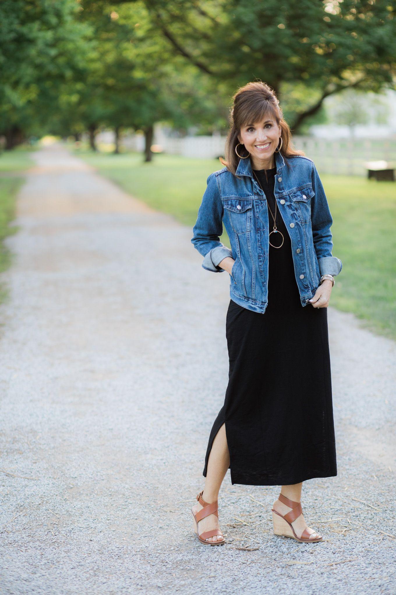 Black Maxi Dress + Denim Jacket | Moda moldes, Looks vestido