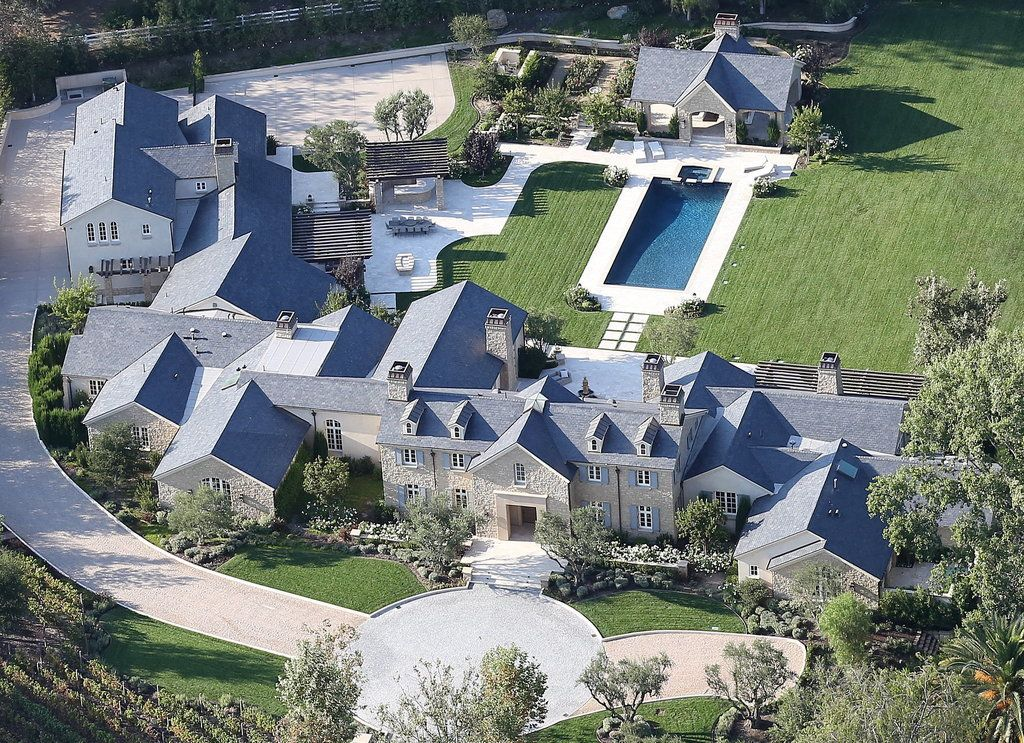 Kim And Kanye S New 20 Million Estate Is Too Luxurious For Words Mansions Celebrity Houses Celebrity Mansions
