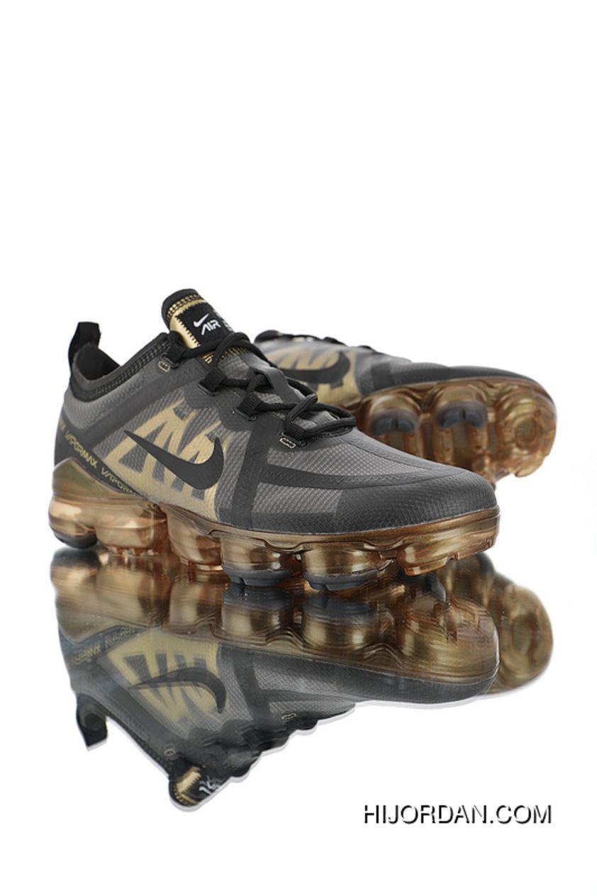 ปักพินโดย Denmeena Den ใน Sneaker ในปี 2020