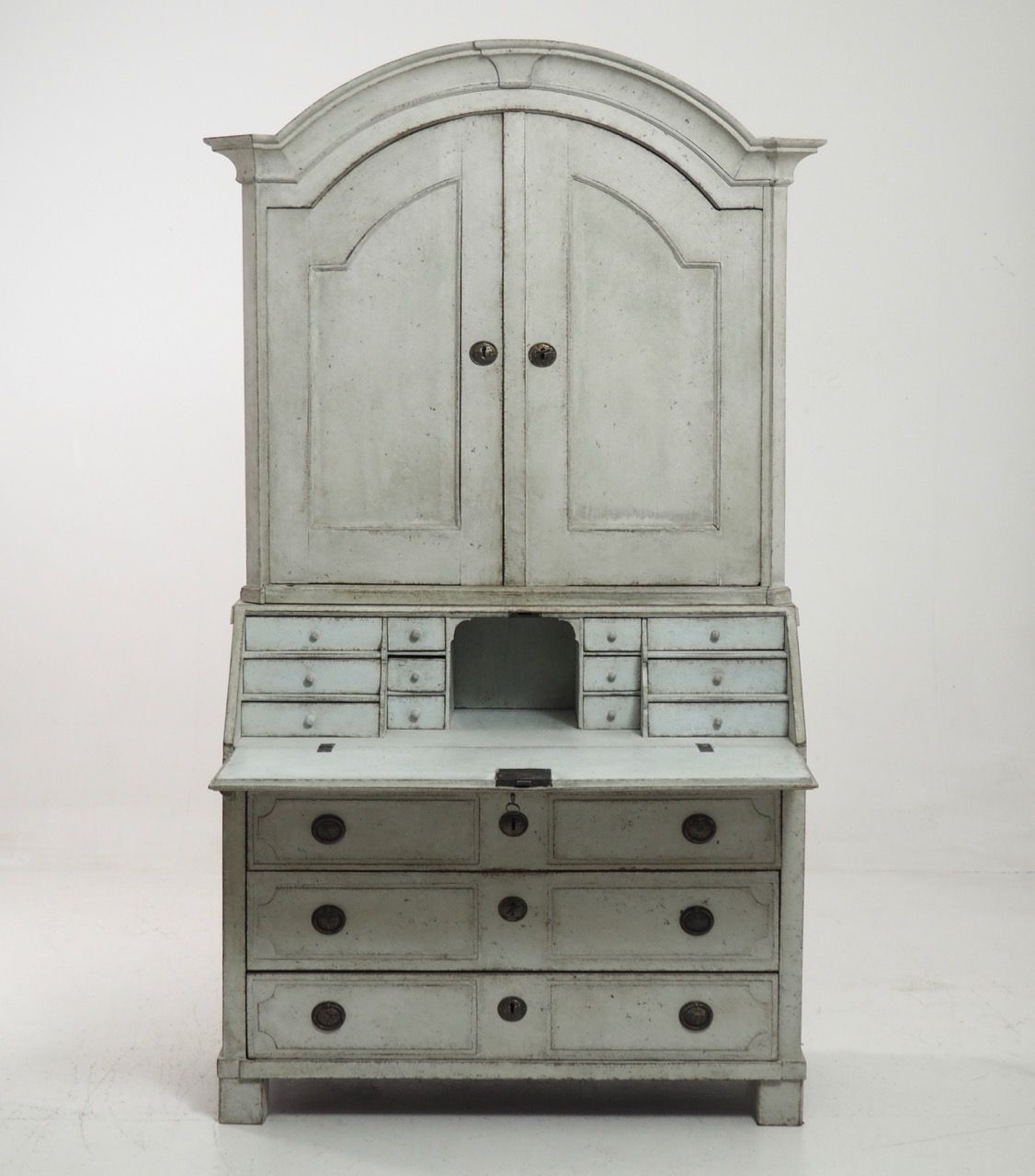 Antique two-part Bureau with Original Locks and Keys circa 1750. - Meet The Designer: Abigail Wright Of Vivere Design Bureaus