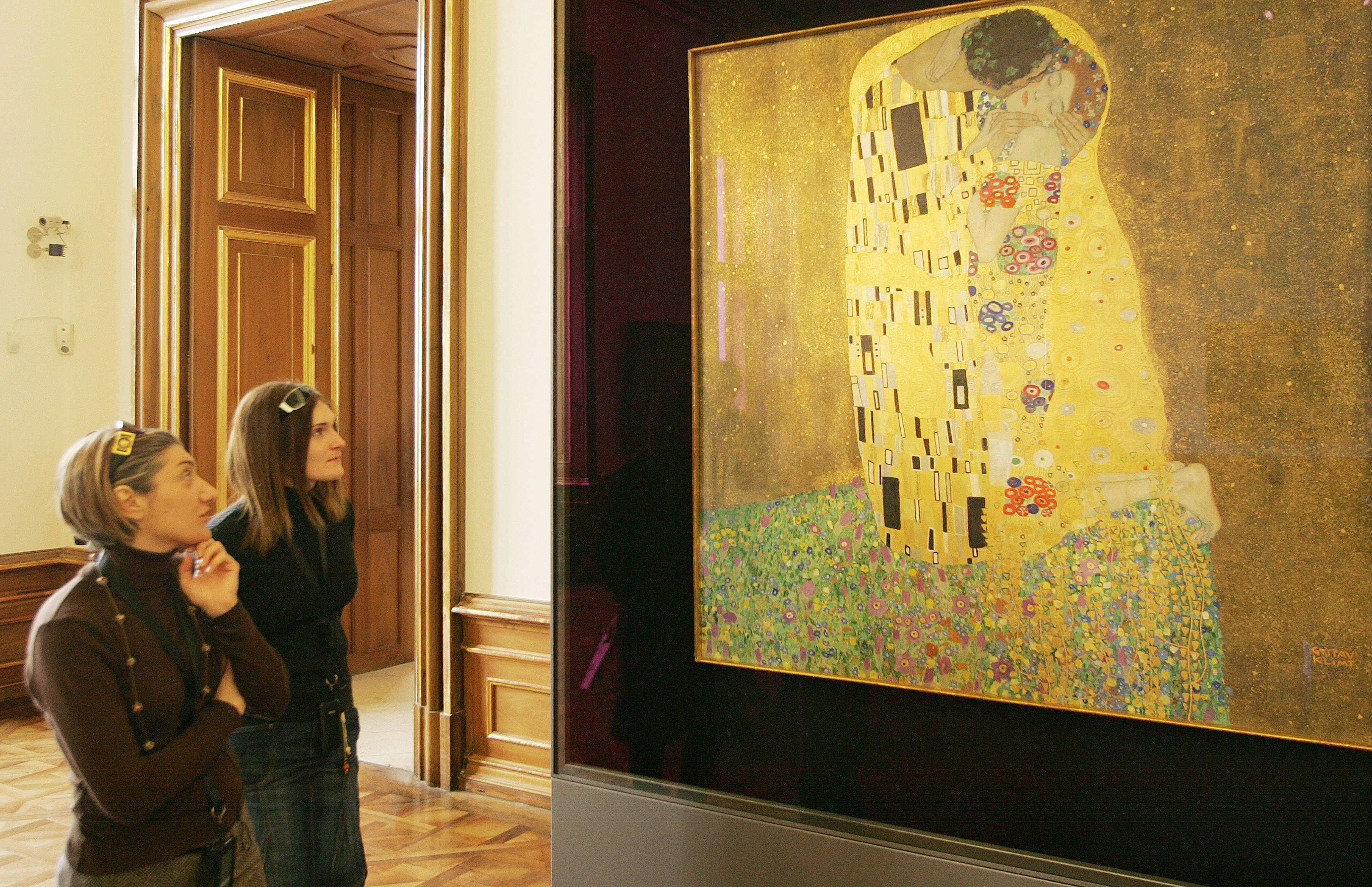 The Kiss The Painting Is Now In The Osterreichische Galerie Belvedere Museum In The Belvedere Palace Vienna And Is Widely Considered A Masterpiece Of The Ear