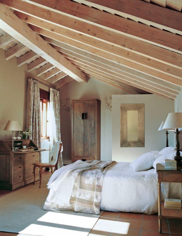Un Dormitorio En La Buhardilla Dormitorios Abuhardillados Dormitorios Rusticos Dormitorios