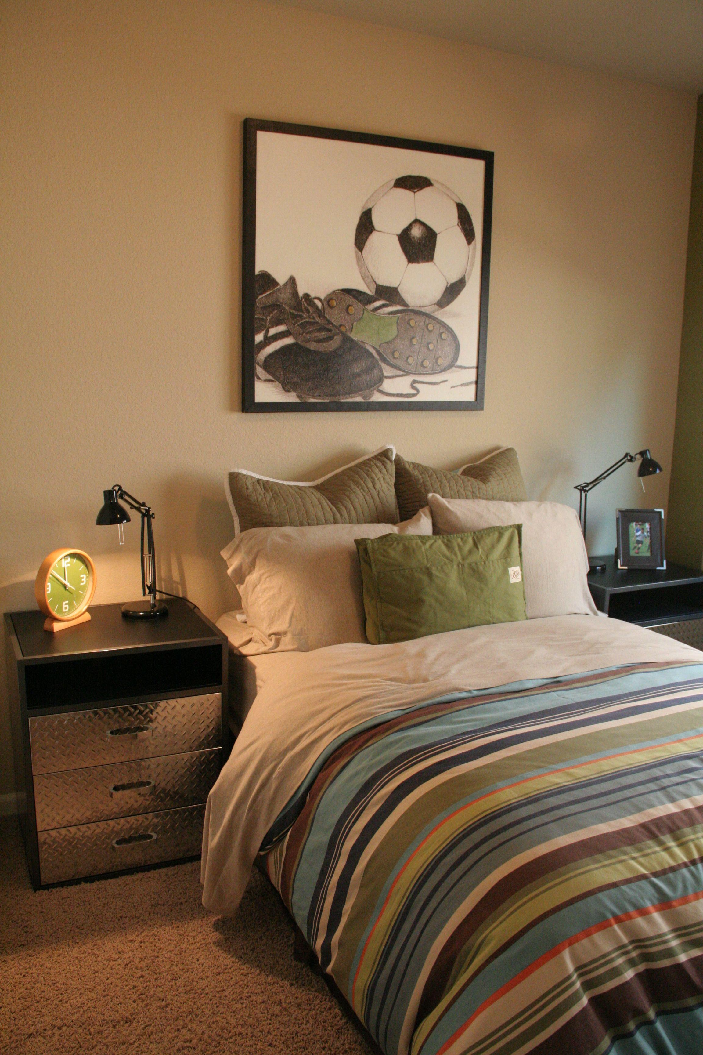 A soccer fan's dream bedroom | Fresh bedroom decor ...