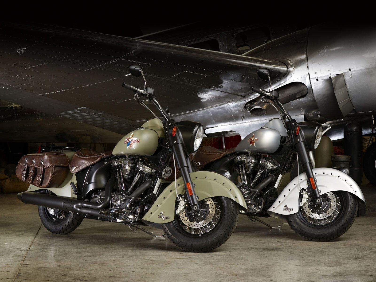 Indian motorcycle 2010 chief bomber le desktop wallpapers