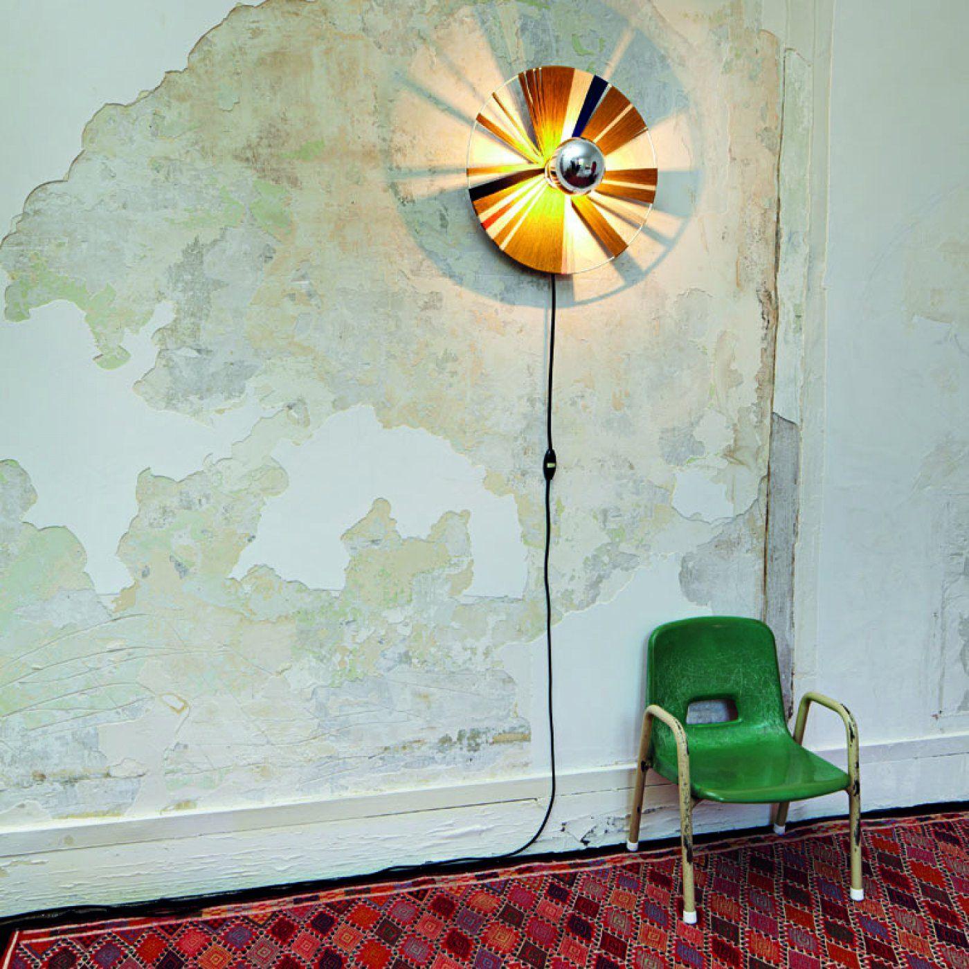 Une lampe murale poétique avec des fils de coton