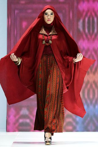 "Ida Royani ""West to East"", Indonesia Islamic Fashion Fair 2013"