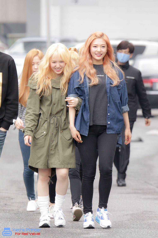 Red Velvet - Wendy & Joy