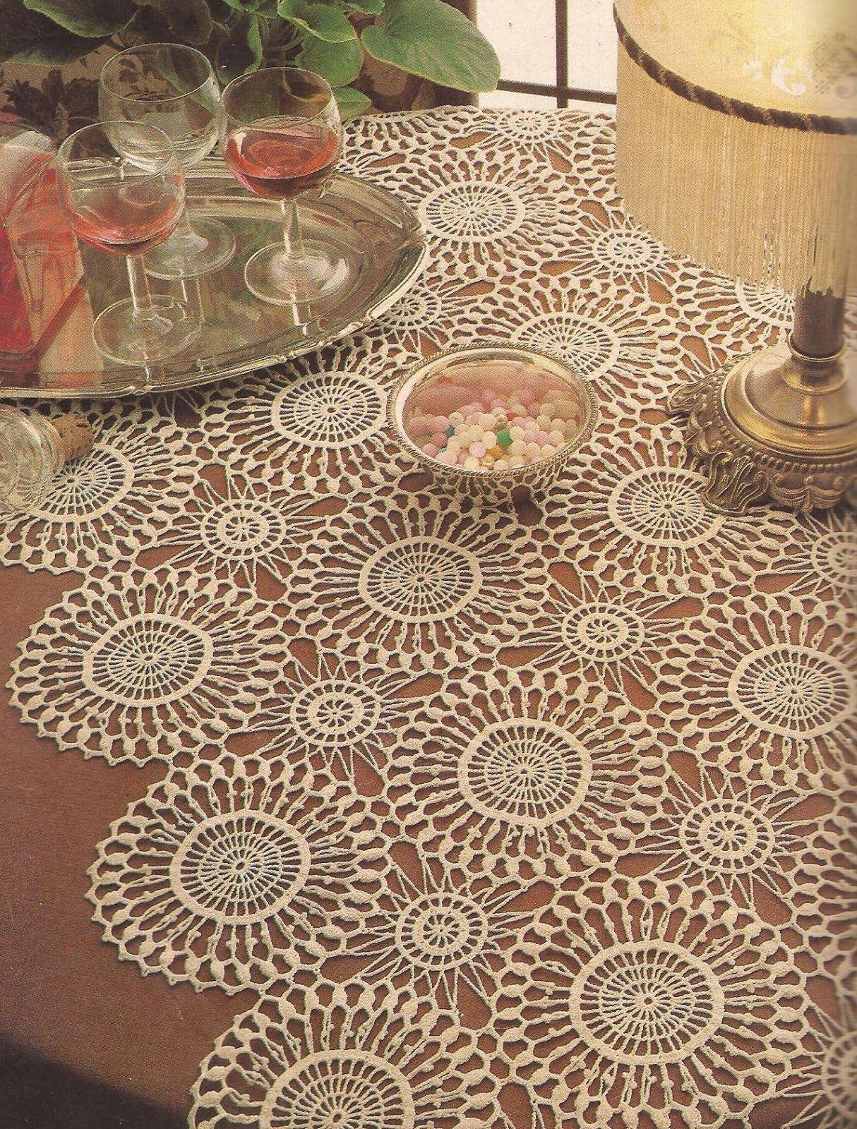 Camino de mesa a crochet crochet tablecloth stoljnjak for Camino de mesa a crochet