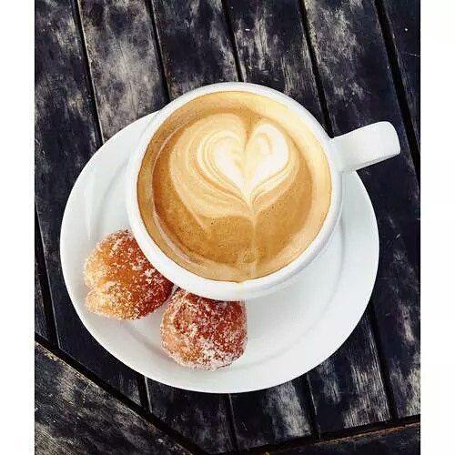 كــافـيـتـالــي On Instagram يحكى أن لمحبي القهوة ذوق خاص و إحساس مرهف صباح الخير صباح الرقة و الجمال كافيتالي اسب Morning Coffee Latte Food