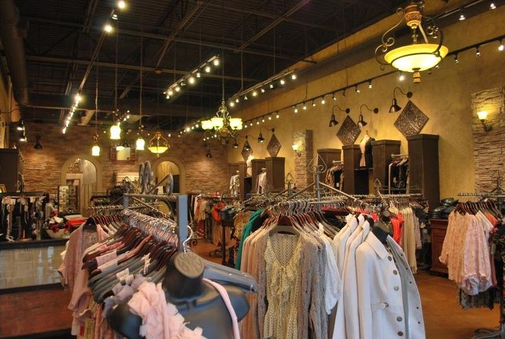 Popular women's clothing and accessories boutique Lizard