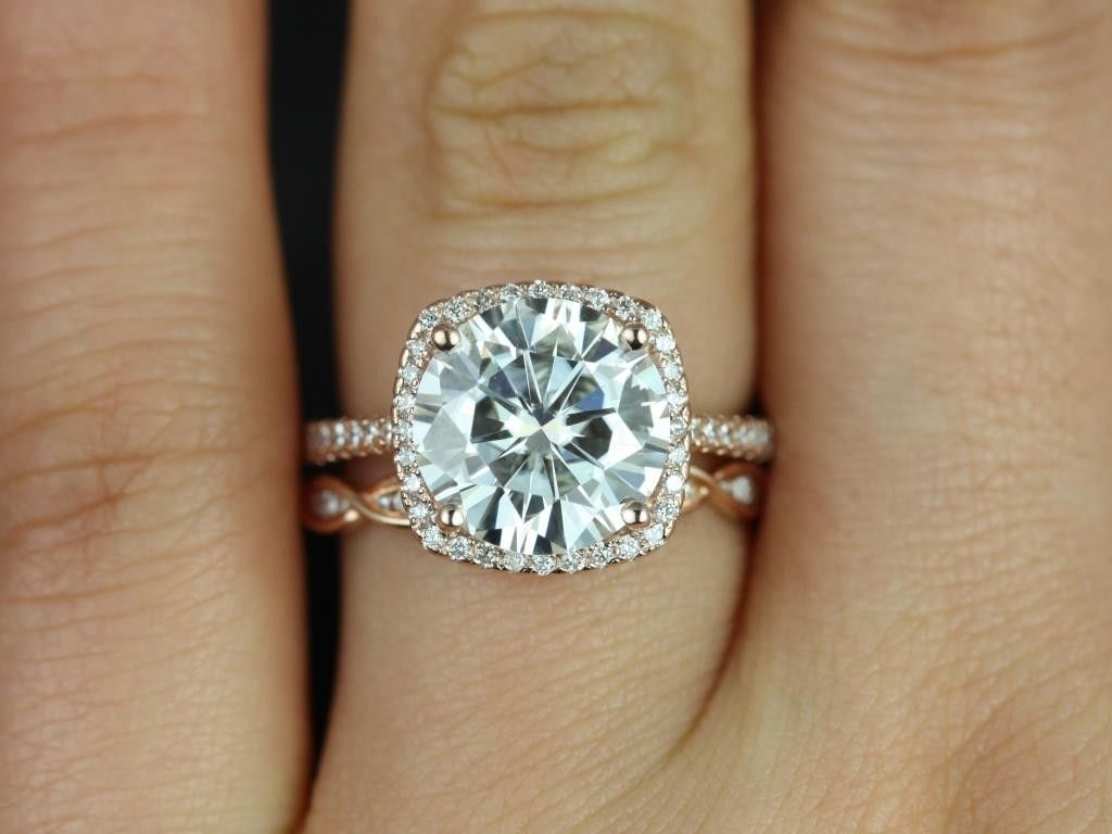 Rosados Box Barra 10mm & Ember Rose Gold Round Fb Moissanite And Diamond  Cushion Halo Wedding