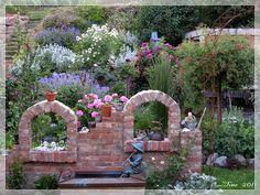 ruinenmauer aus alten backsteinen | garten | pinterest, Garten und bauen