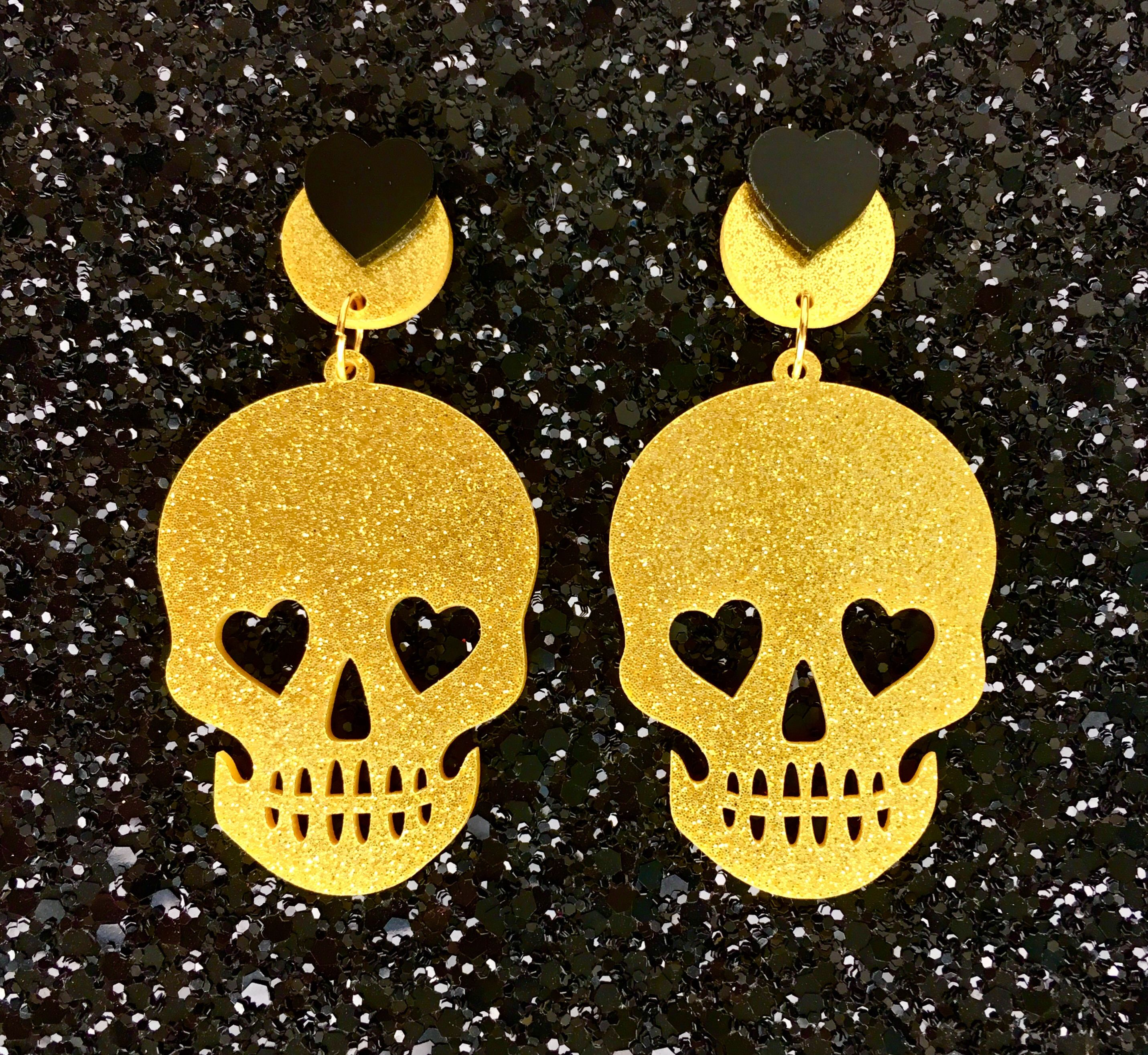 Necromance Skull Romance Earrings - Gold - Punk - Rockabilly - Gothic #spookyoutfits