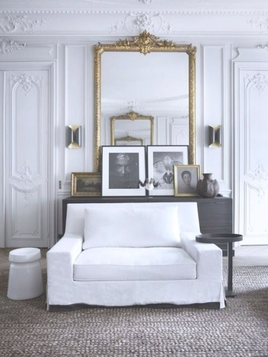 Clean & linear lines, ornate trim, love the combo!