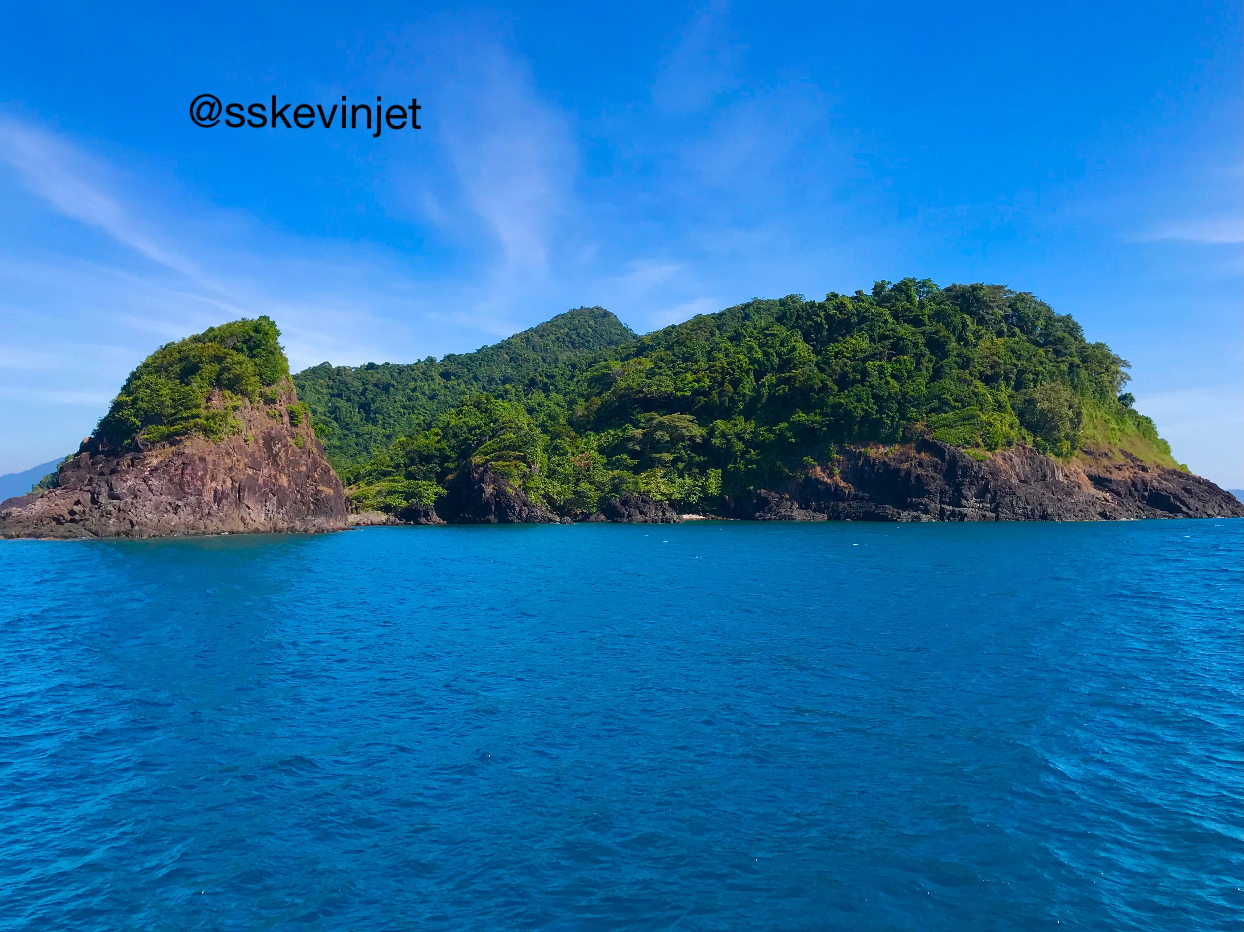 Blue Sea Green Island And The Blue Sky With Cloud Sskevinjet Travelphotography Landscapephotography Sky And Clouds Landscape Photography Travel Photography
