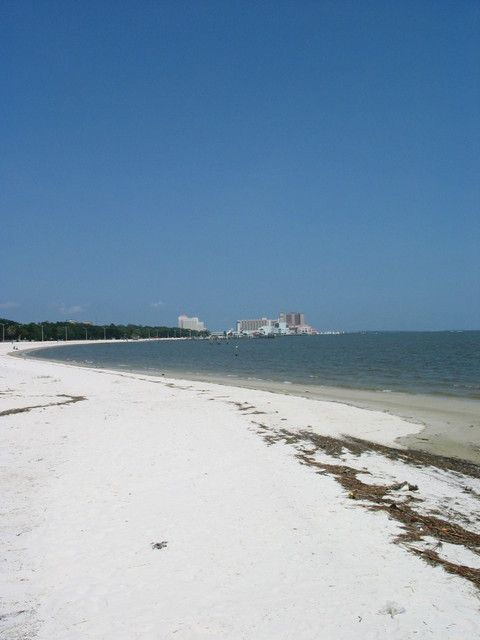 Biloxi, MS : Biloxi Beach awwwww how i miss it <3